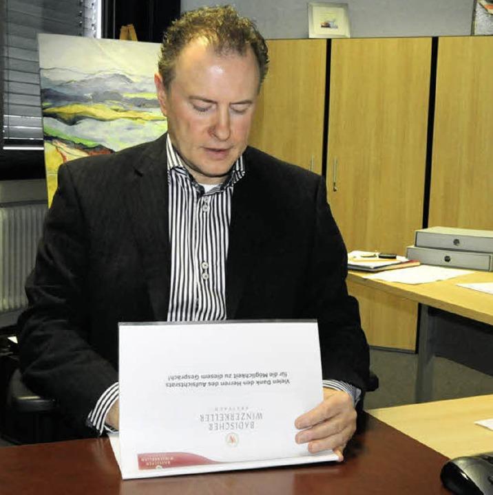 Aufsichtsrat Siegfried Ernst hat sich ...des Badischen Winzerkellers verschafft    Foto: Markus Zimmermann