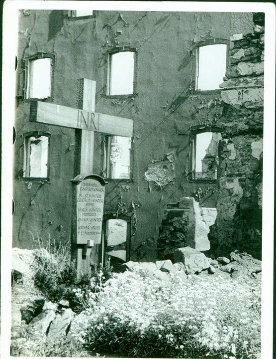 Ein Kreuz erinnert an die Vermissten.  | Foto: karl Müller (Stadtarchiv)