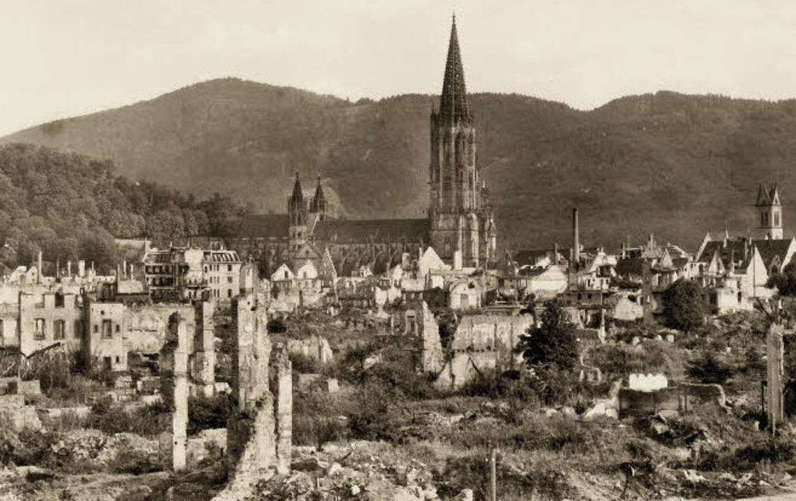 Über die Trümmerlandschaft zwischen Fr...ich bereits weitgehend abgeschlossen.   | Foto: Archiv Hans Sigmund