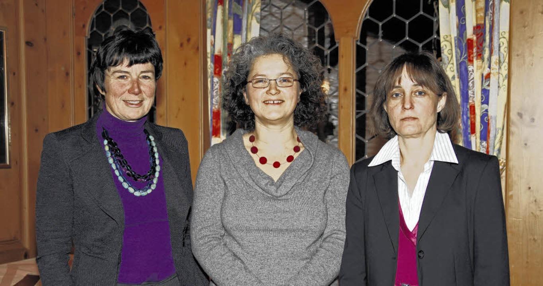 Die Vorsitzende mit den Beraterinnen v..., Justina Störk und Christina Huttner     Foto: Freudenthal