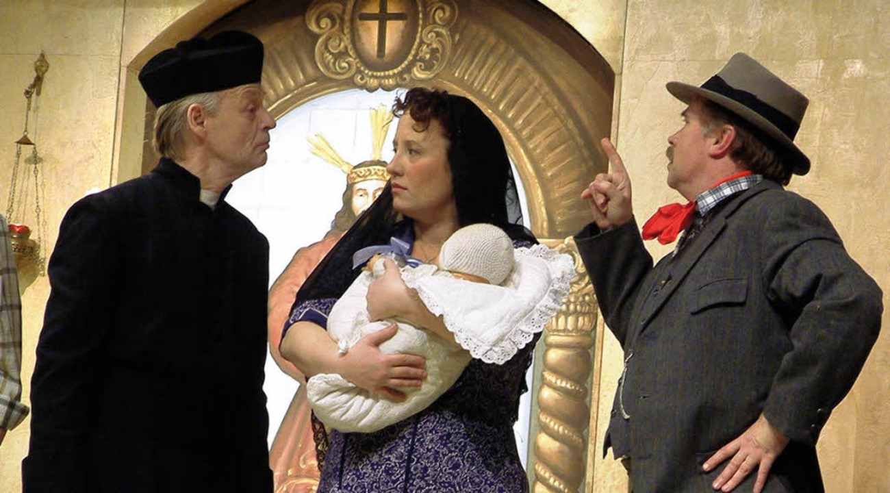 Don Camillo (Wolfgang Czeczor, links) ...usch) geraten immer wieder in Streit.   | Foto: Roswitha Frey