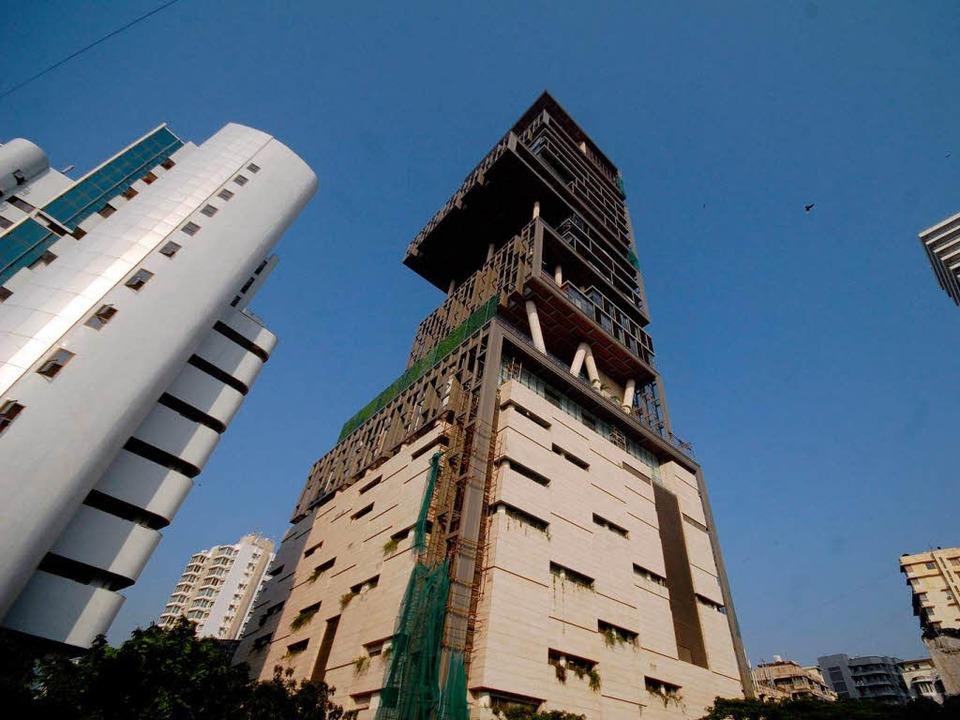 27 Stockwerke hoch: Das neue Privathau... indischen Milliardärs Mukesh  Ambani.  | Foto: dpa