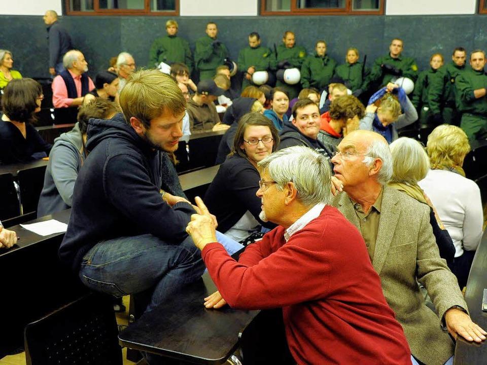 Heftige Debatten zwischen Störenfriede...trag von Eckhard Jesse anhören wollten  | Foto: Thomas Kunz