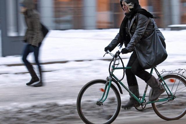 Unfälle und Flugausfälle durch Schnee und Eis