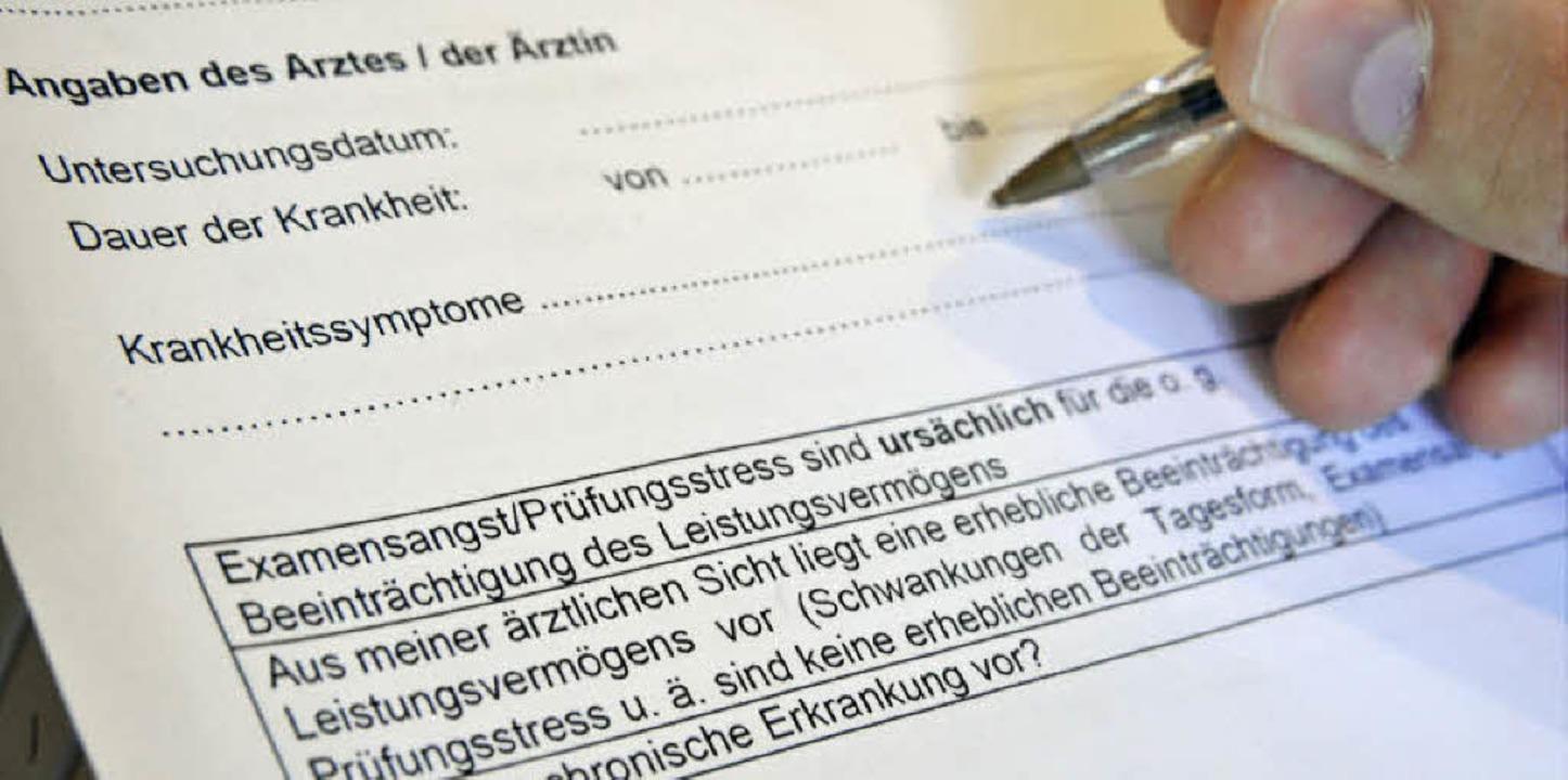 Im Attestformular der Biologischen Fak... nach Symptomen der Krankheit gefragt.  | Foto: michael bamberger