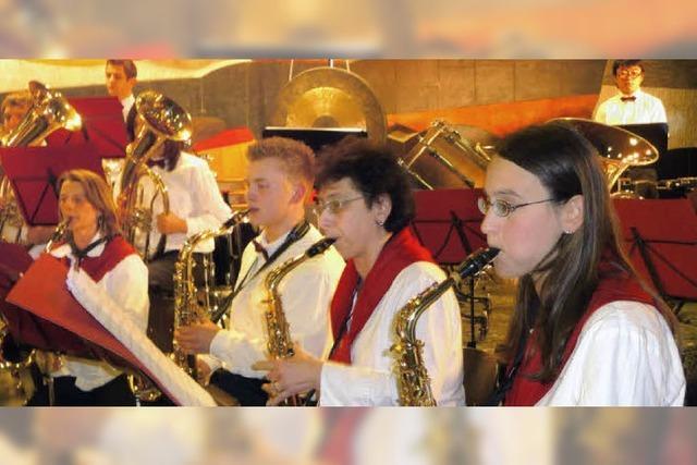 Musiker hauen auf die Pauke