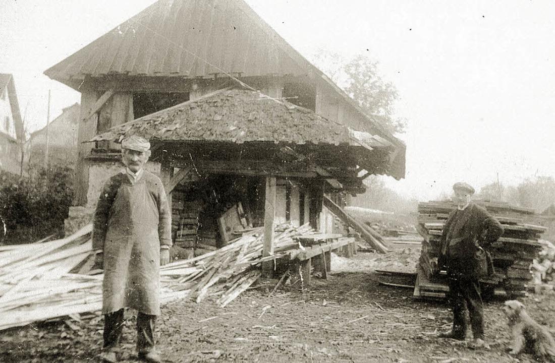 Alte Säge Zarten mit Säger Alois Pfist...eit. Rechts im Bild: Lehrer Ostertag.   | Foto: Archiv Albert Pfändler