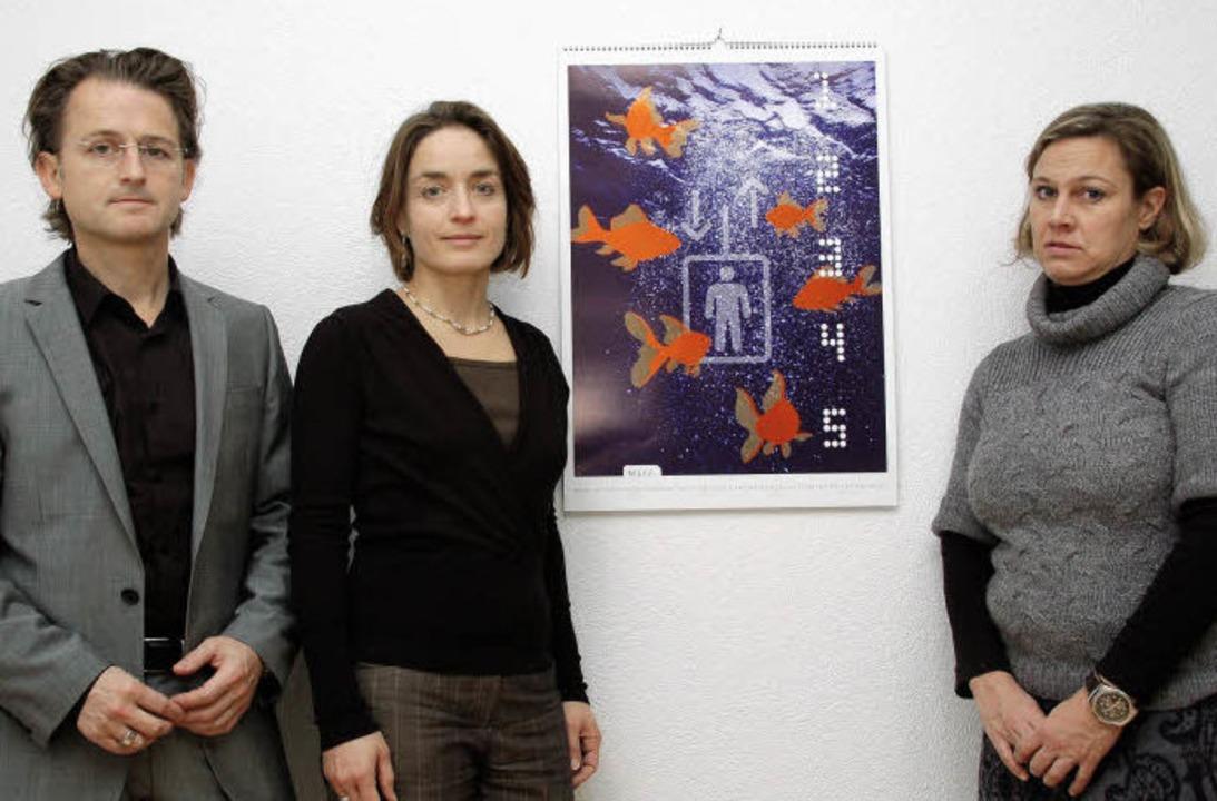 Markus Schöne, Cornelia Glanzmann, Eva-Maria Hornberger vor ihrem Werk.   | Foto: adam