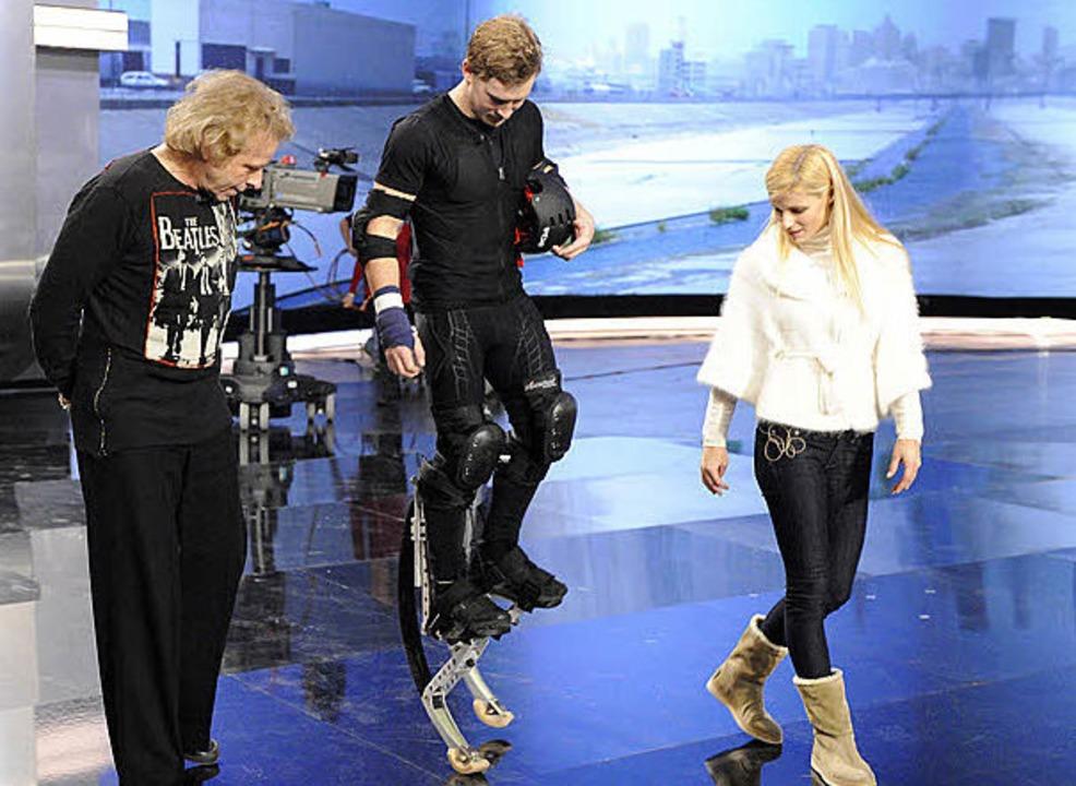 Samuel Koch  (Mitte) probte auch  mit Thomas Gottschalk und Michelle Hunziker.  | Foto: Carmen Sauerbrei/ZDF