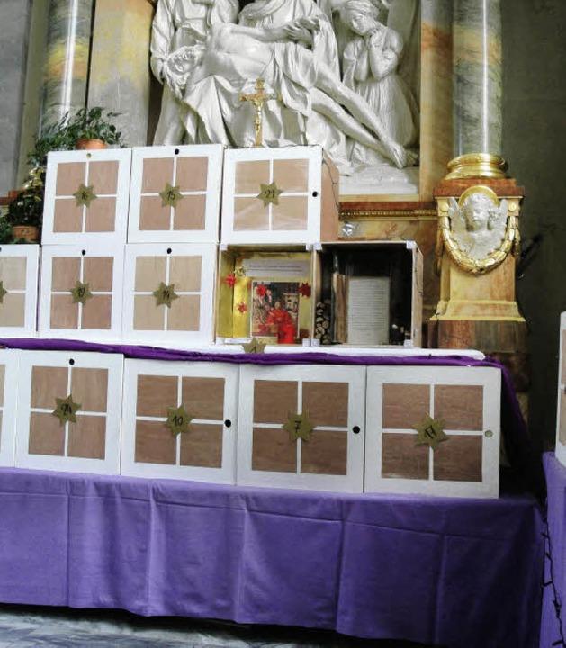 Einen Adventskalender der besonderen Art bietet die Sankt-Martins-Kirche.   | Foto: bader