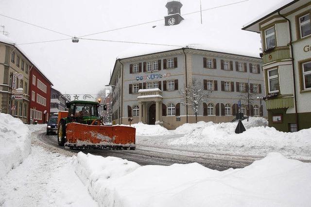 Gegen den Schnee mit Motor- und Muskelkraft