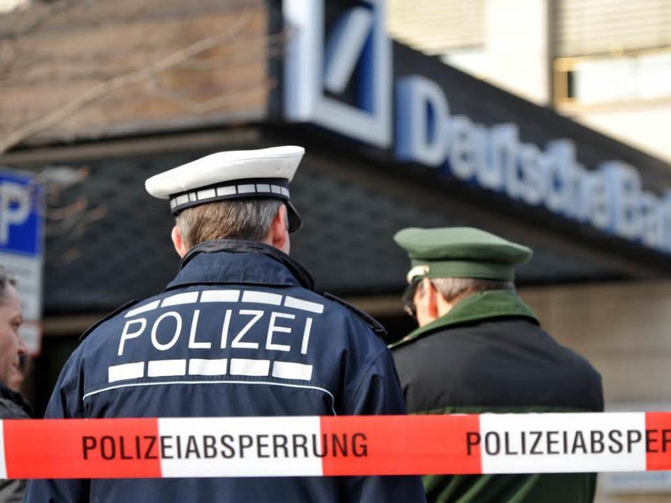 Die Bombendrohung gegen die Deutsche B... am 27. Februar 2009 Freiburg in Atem.    Foto: Patrick Seeger