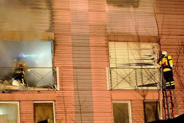 Tote bei Großbrand – Feuer brach wohl am Herd aus
