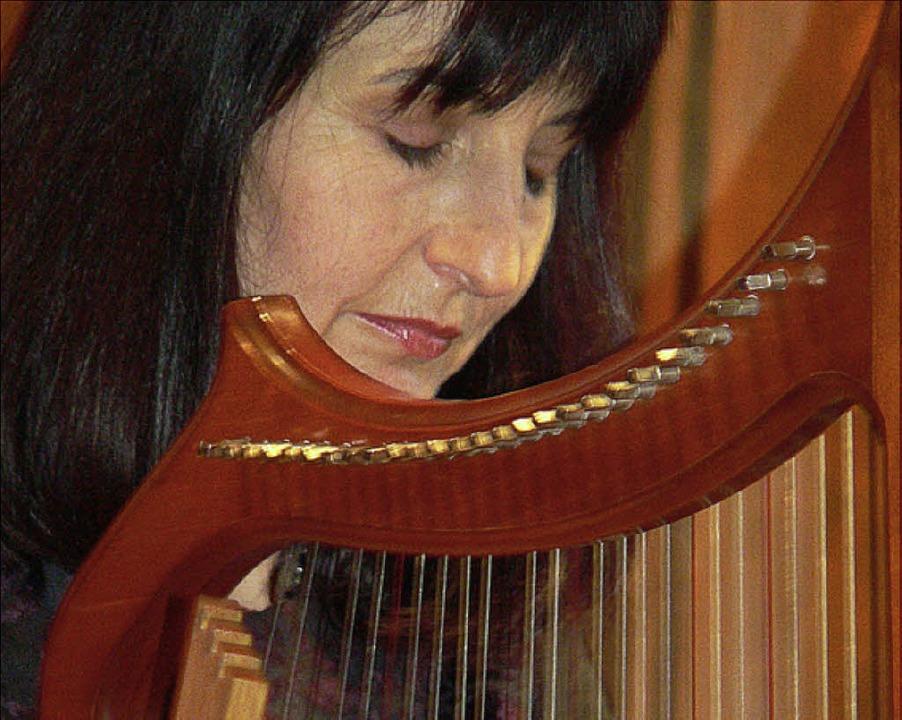 Jutta Haaf an der Harfe   | Foto: WeiSS