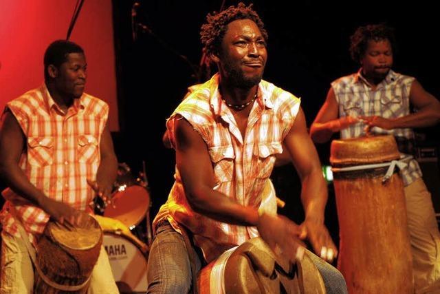 Afrikanische Musik und Massagen
