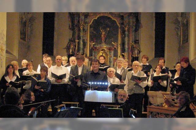 Chor und Musiker zeigen Harmonie