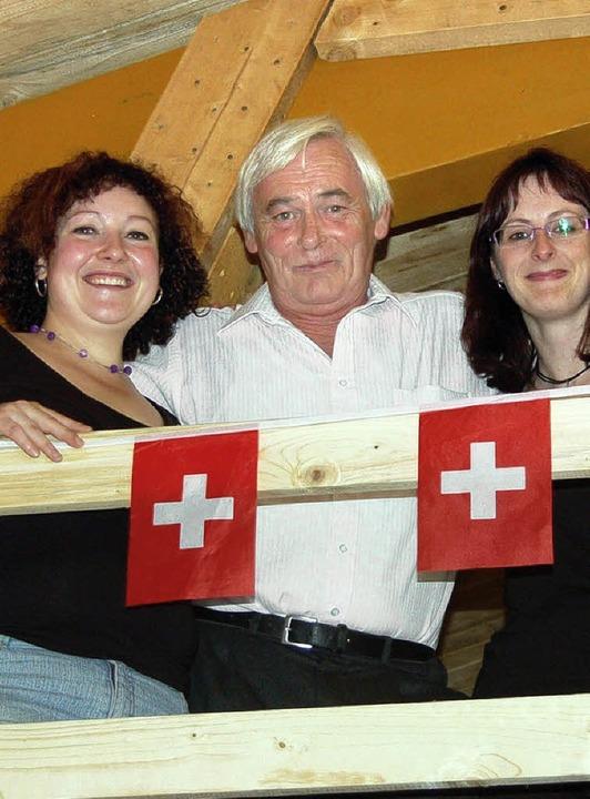 Schwyz-Vogt Leo Waßmer bei der Einweih...vonne Sieler (links) und Anja Waßmer.     Foto: Paul Berger