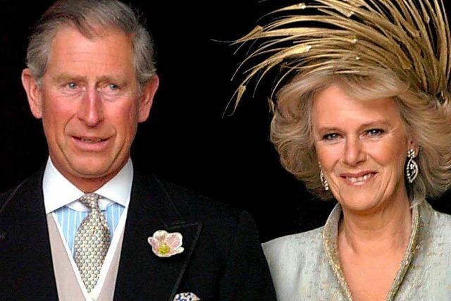 Farbbeutel-Attacke auf Prinz Charles und Camilla