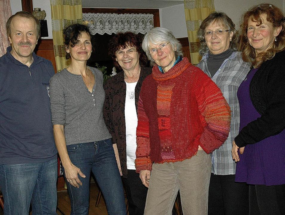 Der Vorstand des neu gegründeten Verei...n, Margot Thomann und Cornelia Hanske   | Foto: Brigitte Chymo
