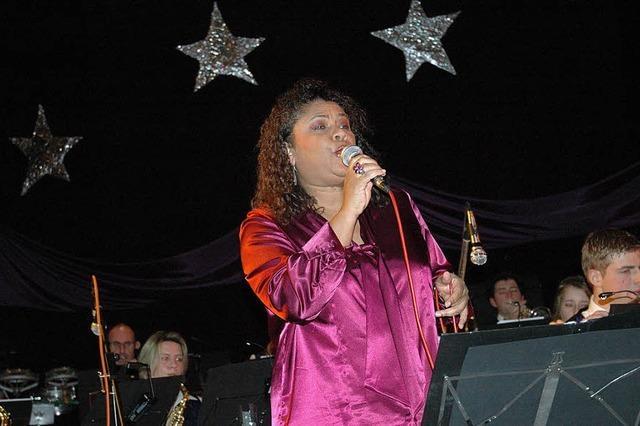 Konzert mit Gastsängerin und Shooting-Star