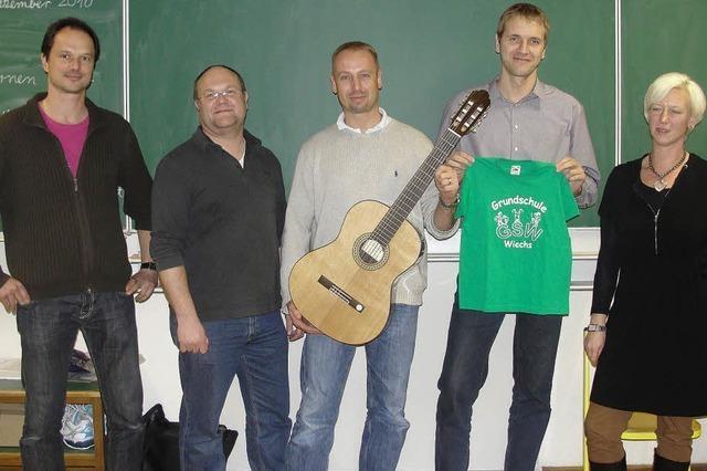 Grüne Shirts, grünes Klassenzimmer