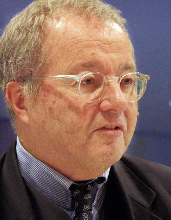 FDP-Bundestagsabgeordneter Werner Simm...in Bad Krozingen über die Rheintalbahn  | Foto: Huber