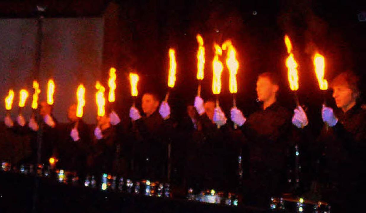 Der Soloauftritt des Trommler-Septetts geriet zum flammenden Inferno.  | Foto: Sigurd Kaiser