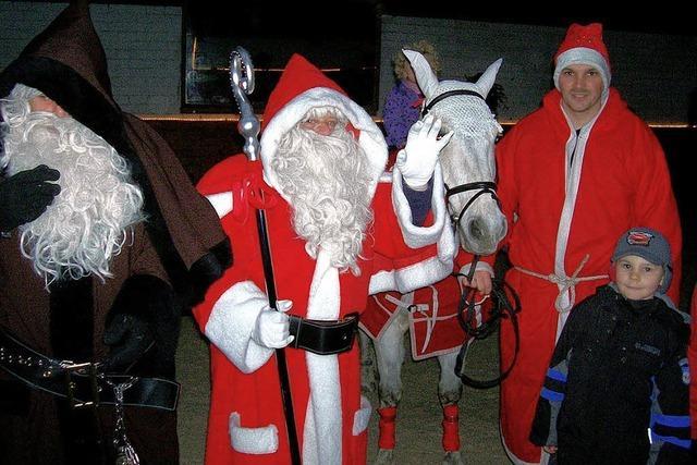 Quadrillen, Märchen auf Pferden und der Nikolaus im Stall