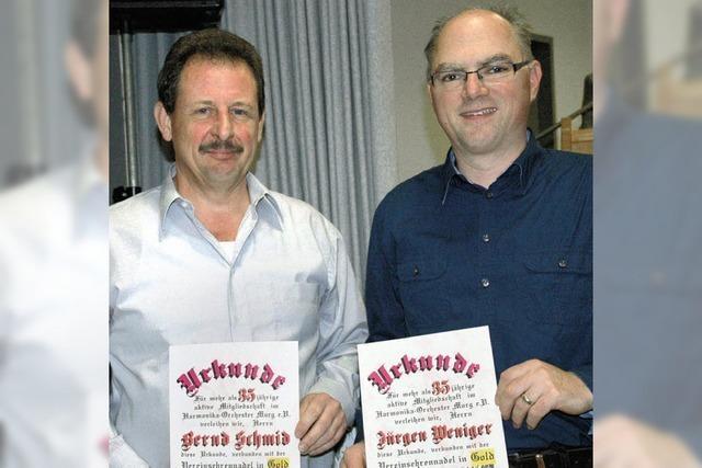 Harmonika-Orchester hat zwei neue Ehrenmitglieder