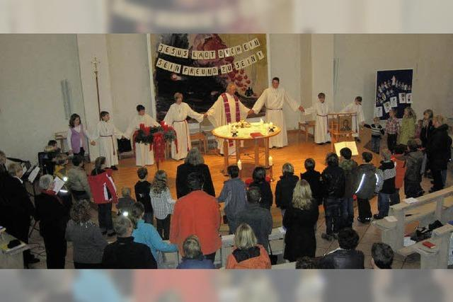 Ein großer Kreis um den Altar