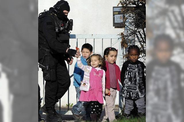 Polizei befreit kleine Kinder