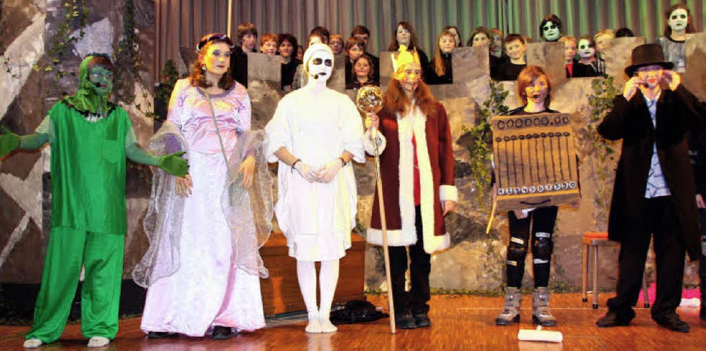 Mit dabei beim Musical (von links):  D...sschreiber Ratzefummel (Nick Andris).   | Foto: Silvia Faller