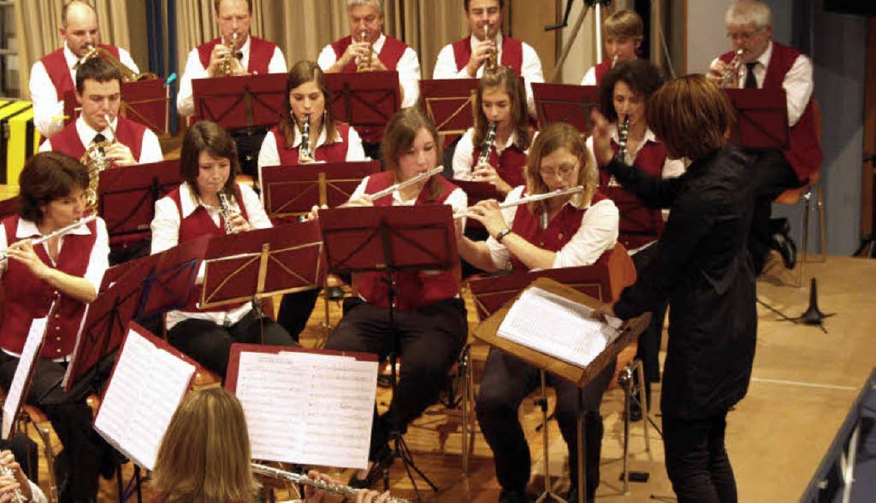 Das Orchester des Musikvereins Norsingen unter der Leitung von Yvonne Weik.  | Foto: Silvia Faller