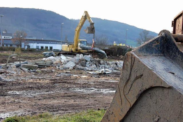 Abrissbagger auf Brennet-Areal