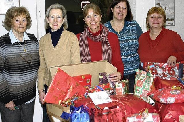 Weihnachtspäckchen auch für Menschen in Not