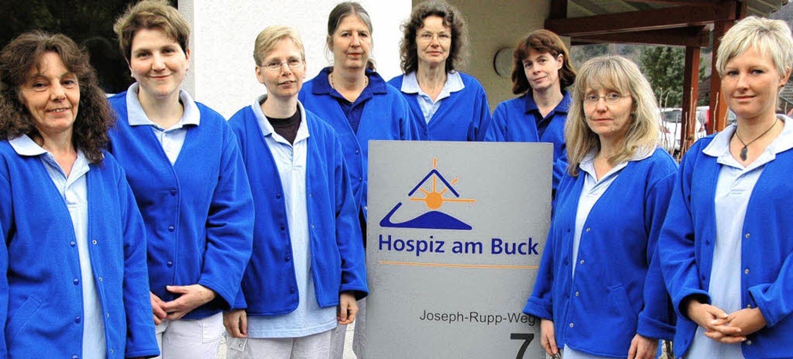 Die Hauptamtlichen im Pflegeteam (von ...ry, Michaela Klokow und Denise Capek.     Foto: Hospiz GmbH/Gramespacher