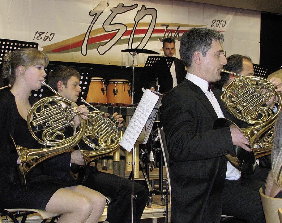 Neben den jubilierenden Gastgebern vom...onzertierte auch die Stadtmusik Wehr.   | Foto: Michael Gottstein