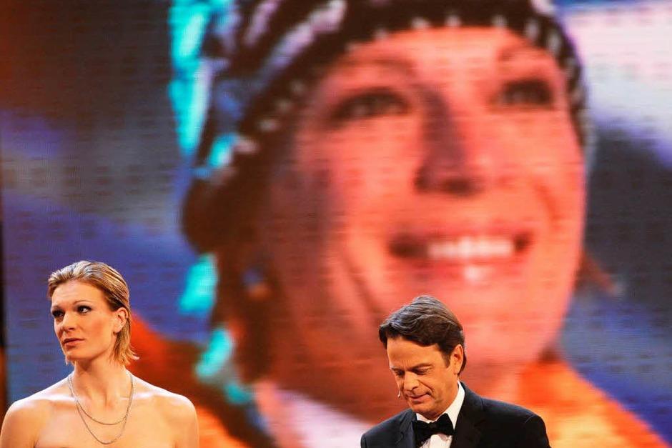 Maria Riesch, Sebastian Vettel und die DFB-Fußballer um Bundestrainer Löw – Deutschlands Sportler des Jahres. (Foto: dpa)