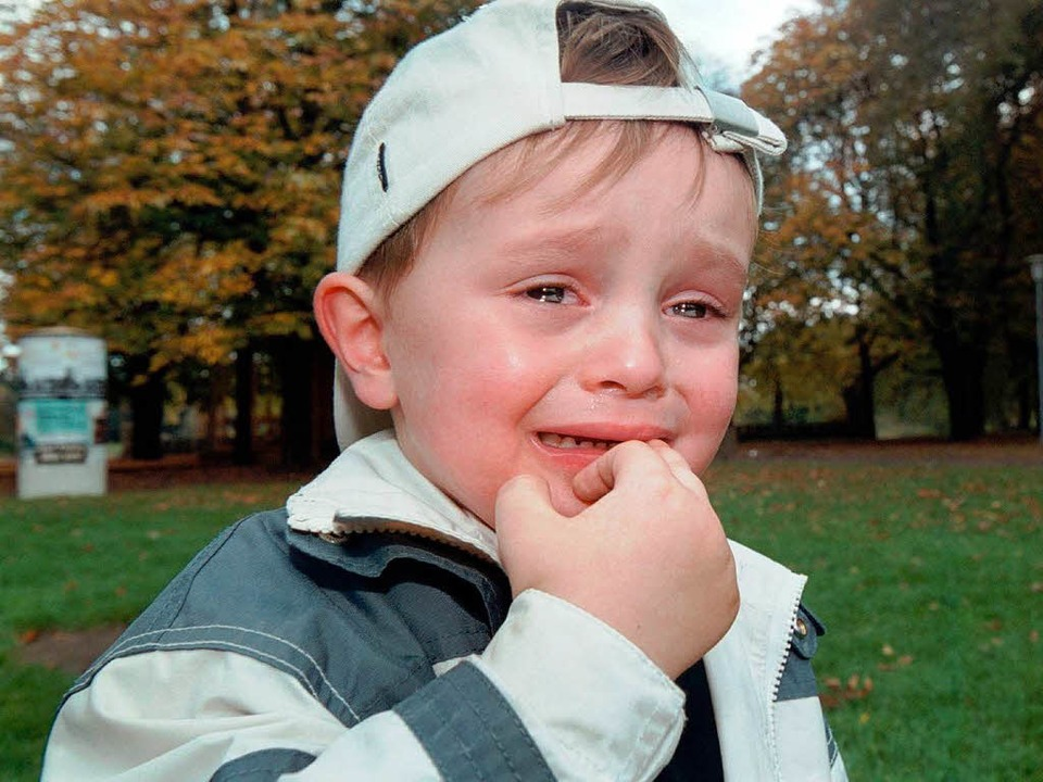 Weinen, Wutausbrüche und Anklammern an...weisen von Kindern mit Trennungsangst.  | Foto: Jens Wolf