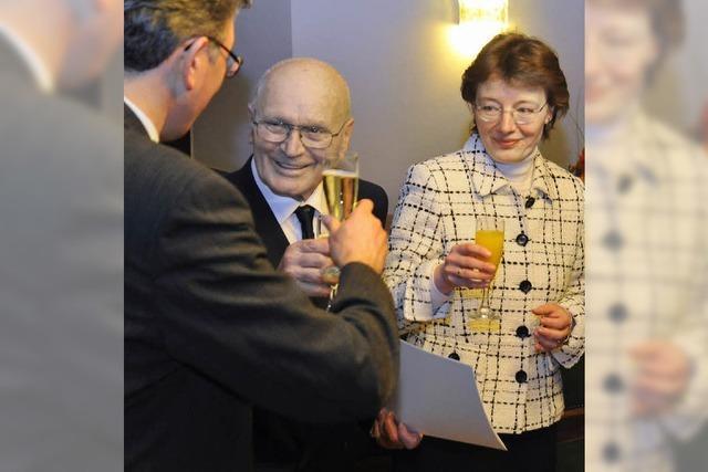 85-Jähriger hilft mutig