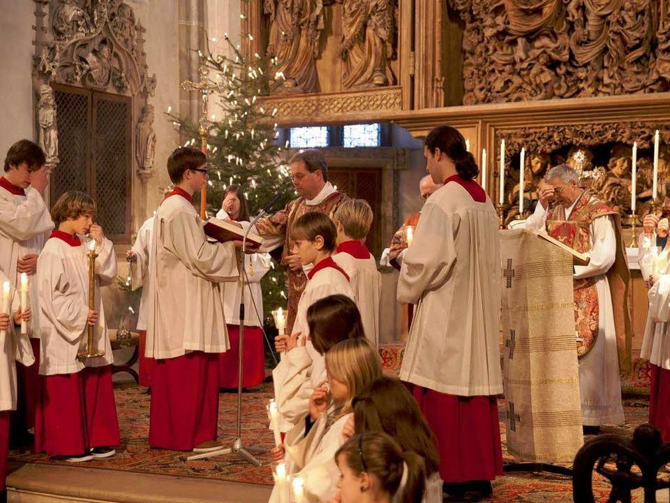 Am 2. Weihnachtsfeiertag feierte die B...arald Wochner (links) die Festpredigt.  | Foto: Martin Hau