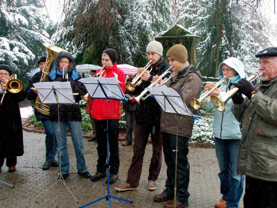 Traugott Wettach (rechts) hat das weihnachtliche Gedenkblasen eingeführt.  | Foto: Sylvia-Karina Jahn