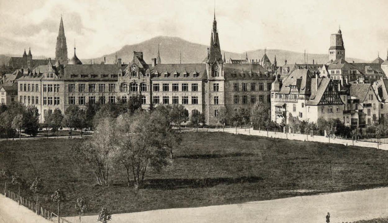 Auf dem alten Foto aus der Zeit um 191...alschule (rechts) und Münster (links).  | Foto: Archiv Hans Sigmund