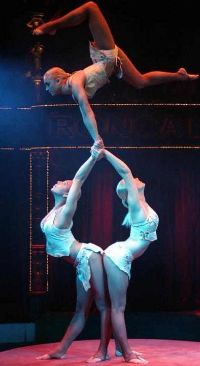 <ppp>mit</ppp> Anmut und Körperbeherrs...urger Weihnachtscircus zu bewundern.    | Foto: Fotos: Weizenecker/circus