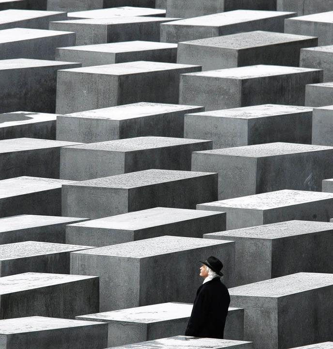 Institutionalisierte Erinnerung: Besuc...kmal für die ermordeten Juden Europas     Foto: dpa