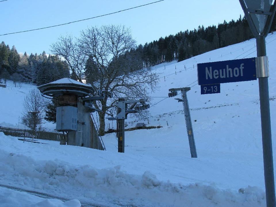 Nichts geht mehr – trotz Schnee: am Neuhof steht der Lift still.  | Foto: Manfred Lange