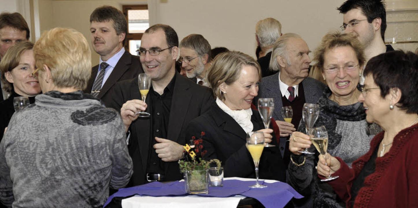 Auf das neue Jahr stießen mehr Gäste  ...zburger Neujahrsempfang an als sonst.     Foto: Volker Münch