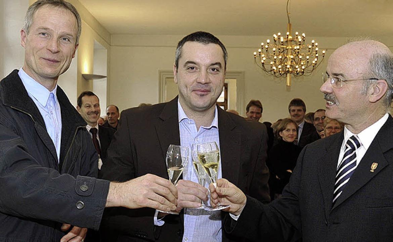 Glückwünsche  sprach Bürgermeister Pet...ftsführer Karl-Friedrich Seywald, aus.    Foto: Volker Münch