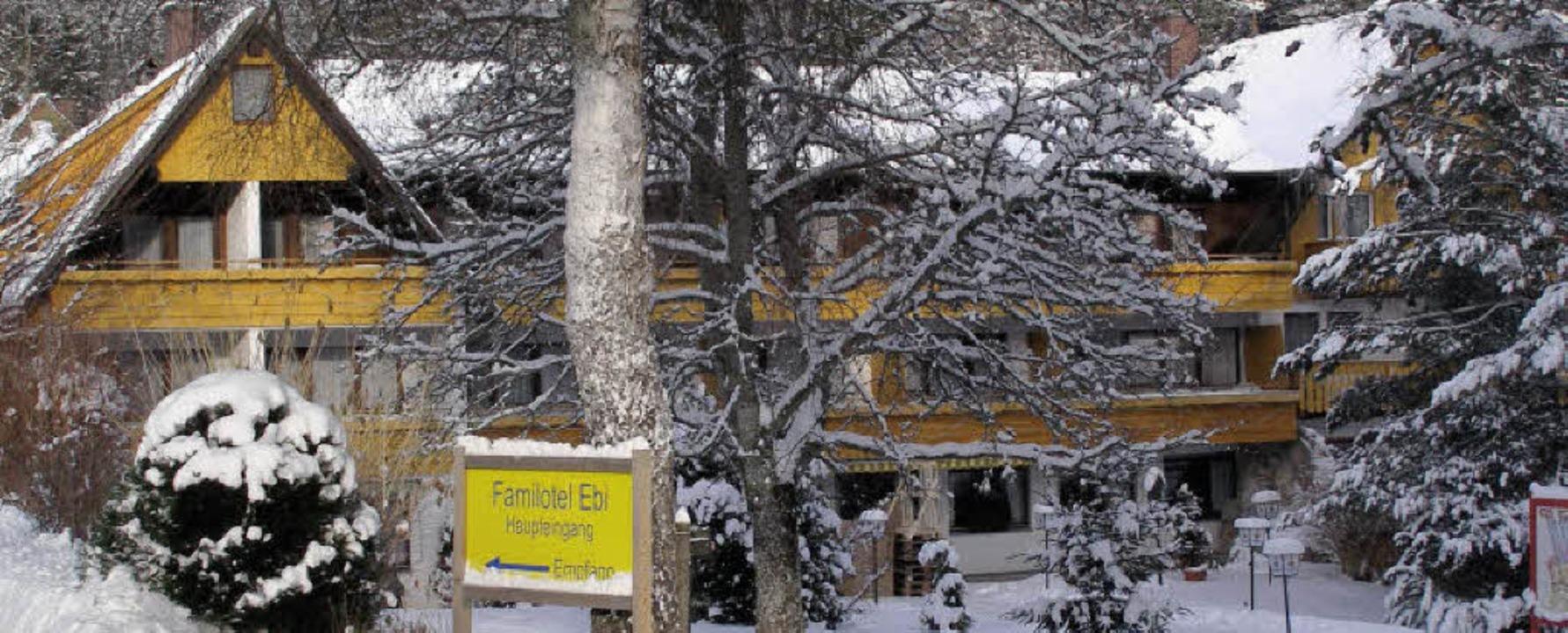 Idyllisch zeigt sich das weiß verschneite  Familienhotel Ebi in Friedenweiler.     Foto: Liane Schilling