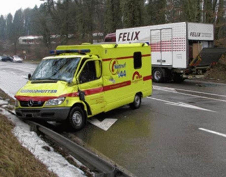 Vier Verletzte forderte der Zusammenst... Lkw gestern  bei Laufenburg/Schweiz.     Foto: Polizei